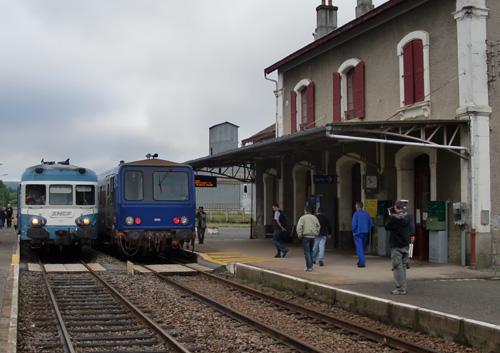 Croisement du X2844 avec un X2200 à Vieilleville