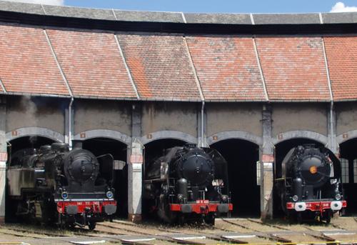 Les 3 Mikado sous la rotonde du dépôt de Montluçon