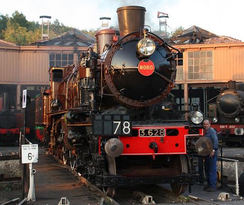 La 230 D 116 ( ex 3.628 du Nord ) et la 030 T 8157 ( ex HBC )