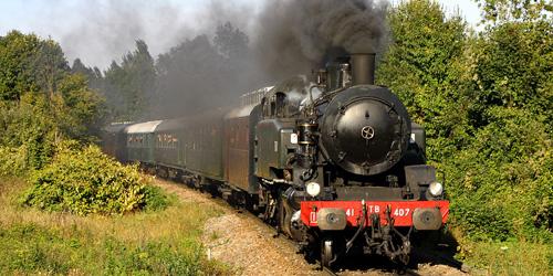 La 141 TB 407 en ligne avec un train spécial vapeur.