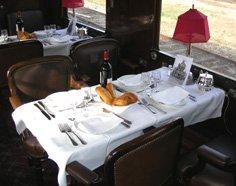Intérieur de la voiture restaurant Train Bleu